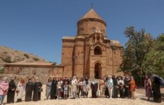 İpekyolu Belediyesi'nden kadınlara Akdamar Adası...