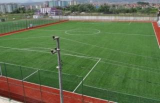 Tuşba'da sentetik çim yüzeyli futbol sahası...