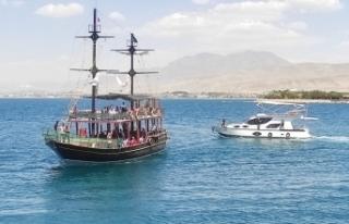 Tekne turları Edremit'e renk katıyor
