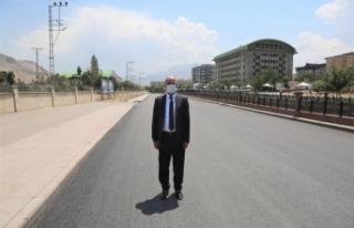 Akman'dan, Tuşba'daki caddeleri asfaltlayan Büyükşehir'e...