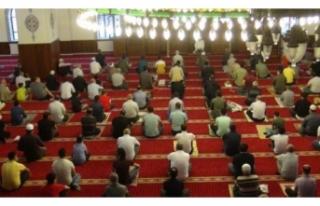 Van'da Nurşin Camii'nde bayramlaşma programı...
