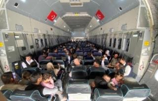 Afganistan'dan tahliye edilen 273 kişi tahliye...
