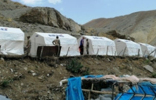 Başkale'de selzedeler için çadır kuruldu
