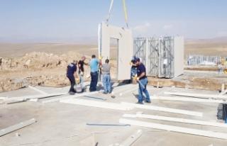 Depremzedeler için konut yapımı sürüyor