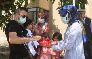Hayata dönen anne ve bebeğine birinci yıl sürprizi