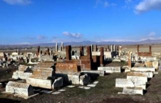Karakoyunlu ve Selçuklu Mezarlığı 24 saat korunuyor