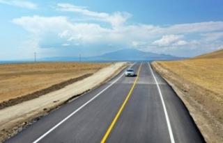 Mollakasım-Ayanıs yolunda asfalt çalışmaları...