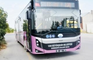 Otobüs şoförleri dar ve yamalı yollardan dertli!