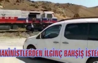 Özalp'ta düğün konvoyunun önü trenle kesildi