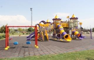 Parklardaki oyun grupları yenilendi