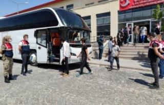 Türkiye'ye kaçak girenler sınır dışı ediliyor