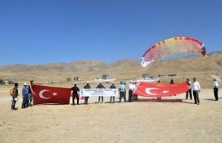 Tuşba Belediyesi'nden yamaç paraşütü etkinliği