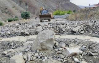 Van'da sel felaketinin yaraları sarılıyor