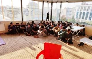 Van'da bir otelde 16 düzensiz göçmen yakalandı