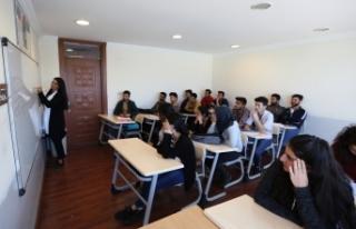 Büyükşehir 303 genci üniversiteli yaptı