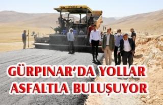 Gürpınar'da bir mahalle yolu daha asfalta kavuştu