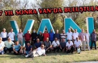 Komutan ve askerler 37 yıl sonra Van'da buluştu