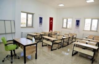 Tuşba'daki öğrencilere ücretsiz YKS kursu...