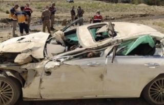 Van'da Irak plakalı otomobil kaza yaptı 2 ölü,...