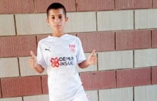 Vanlı minik sporcu Işık, Sivasspor forması giydi