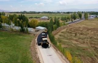 Erciş'te 25,5 kilometre yol ve asfalt çalışması...