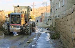 Tuşba'da su taşkınlarının izleri siliniyor