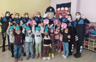 Van polisinden 4 Ekim Dünya Çocuk Günü etkinliği
