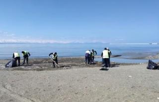 Van Gölü sahilinde bahar temizliği...