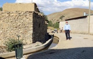 Gürpınar'daki Bozyiğit mahallesinin sulama kanalı...
