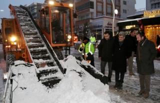 Vali Bilmez, karla mücadele çalışmalarını inceledi