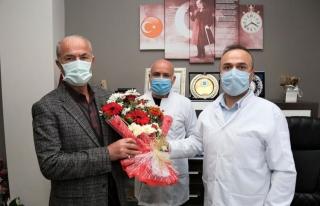 Başkan Akman, sağlık çalışanlarını 'gün'lerinde...