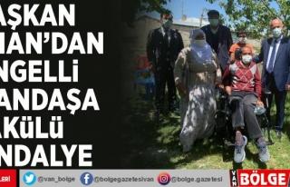 Başkan Akman'dan engelli vatandaşa akülü...
