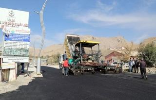 Sağlık Sokağı'nda asfalt serimi...