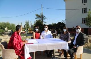 Koronavirüsü yenen doktorlar dünya evine girdi