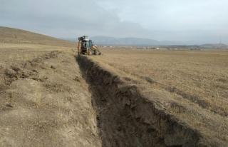 Çaldıran Belediyesi tarım arazilerini suya kavuşturuyor