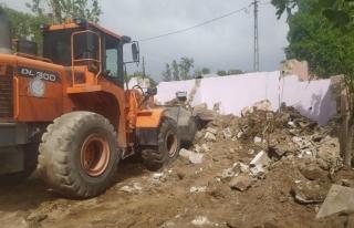Erciş Belediyesi metruk yapıları yıkmaya devam...
