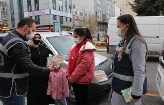 Van polisinden öğrencilere kitap ve oyuncak desteği