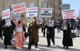 Anneler bu kez HDP Van İl binasına yürüdü