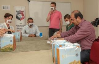 İpekyolu Belediyesi'nden engellilere özel maske...