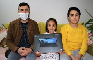 Başlattığı kampanya ile öğrencilere 15 bilgisayar...