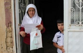 Başkan Erdoğan'ın gönderdiği hediyeler vatandaşlara...
