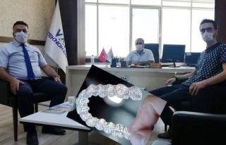 YYÜ Diş Hekimliği Fakültesi'nde, şeffaf plak...