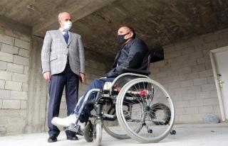 Tuşba Belediyesi'nden, engelli vatandaş için asansör...