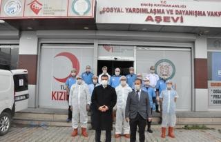 Erciş'te 610 aileye sıcak yemek dağıtımı sürüyor