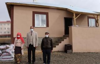Gürpınar'daki mağdur aile yeni yuvasına kavuştu