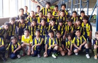 Van Fenerbahçe Futbol Okulu'na yoğun ilgi…