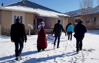 Gürpınar'daki ihtiyaç sahibi çocuklara kışlık...