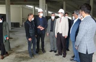 Başkan Tanış, Gürpınar'daki ayakkabı fabrikasını...