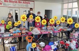 İstanbul'daki gönüllüler Van'daki çocukları...