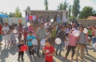 İpekyolu Belediyesi'nden çocuklara bayram etkinliği